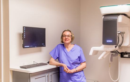 Dr. Iris Bogdan with our 3D x-ray machine
